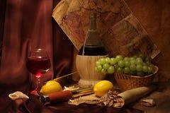 Wein und alte Karten Lizenzfreie Stockbilder