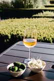 Wein und Aperitifs in Amsterdam stockfoto