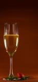 Wein und Erdbeere Stockbild