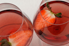 Wein und Erdbeeren Lizenzfreies Stockfoto