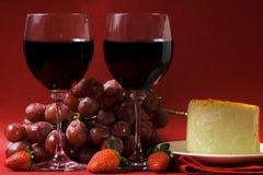Wein und Käse für zwei Stockfotos