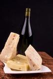 Wein- und Käseaufbau Lizenzfreie Stockfotos