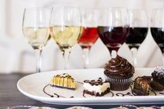 Wein und Schokoladen Stockfotos