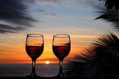 Wein und Sonnenuntergänge lizenzfreie stockfotos