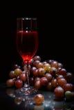 Wein und Traube stockfotografie