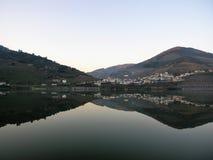 Weinanbaugebiet-Duero-Talreflexion lizenzfreie stockbilder