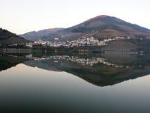 Weinanbaugebiet-Duero-Talreflexion stockfotos