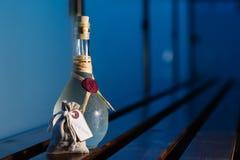 Weinbrand in Siegelflasche Stockfotos