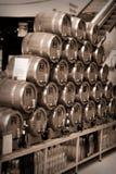 Weinbrand-und Whisky-Fässer Stockbilder