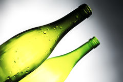 Weinflasche getrennt über weißem Hintergrund Stockbilder