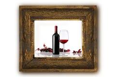 Weinflasche mit Holzrahmen der roten Trauben des Glases und des Bündels Lizenzfreie Stockfotografie