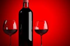 Weinflasche mit zwei Gläsern Stockfoto