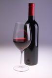 Weinflasche und -glas Stockbild