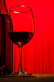 Weinflasche und -glas Stockfotografie