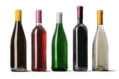 Weinflaschen in der Reihe lokalisiert auf weißem Hintergrund stockfotos