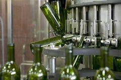 Weinflaschenfüllenanlage Lizenzfreie Stockfotografie