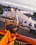 Weingetränksonnenuntergang redwine Boot lizenzfreies stockfoto
