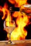 Weingießen Lizenzfreie Stockbilder