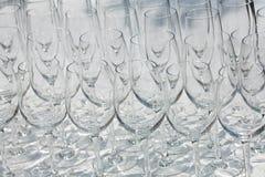 Weingläser auf einem hellen Hintergrund Lizenzfreie Stockfotografie