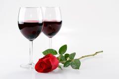 Weingläser und eine Rose Lizenzfreies Stockbild