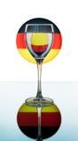 Weinglas auf der deutschen Markierungsfahne Lizenzfreie Stockbilder