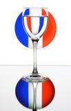 Weinglas auf der Frankreich-Markierungsfahne Stockfotos