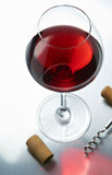 Weinglas mit Korken Lizenzfreie Stockbilder