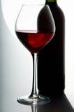 Weinglas und Flasche Lizenzfreies Stockfoto
