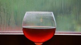 Weinglasfensterregentropfen hd Gesamtlänge niemand stock footage