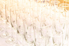 Weinglassatz, der für die Partei sich vorbereitet Stockfoto