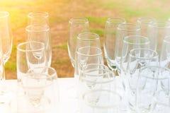 Weinglassatz, der für die Partei sich vorbereitet Stockfotografie