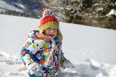 Weinig 3 éénjarigenkind in de sneeuw Stock Fotografie