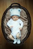 Weinig baby die in mand ligt. Royalty-vrije Stock Foto