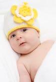 Weinig baby in gebreide hoed Royalty-vrije Stock Foto
