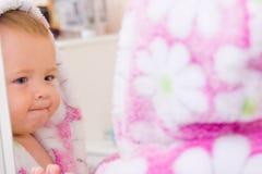 Weinig baby met badstofbadjas Royalty-vrije Stock Foto's