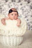 Weinig babymeisje, die de camera bekijken Stock Fotografie