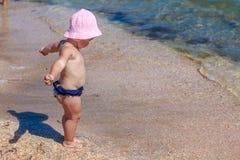 Weinig babymeisje op strand Royalty-vrije Stock Afbeelding