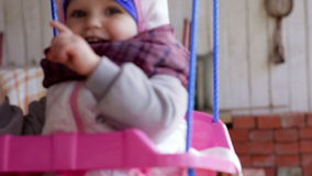 Weinig babymeisje op wipplank stock video