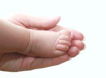 Weinig babyvoet in moederhand Royalty-vrije Stock Afbeeldingen