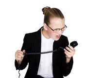 Weinig bedrijfsvrouw die op een telefoon spreken, die in de telefoon gillen Studioportret van kindmeisje in bedrijfsstijl Stock Fotografie