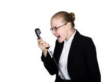 Weinig bedrijfsvrouw die op een telefoon spreken, die in de telefoon gillen Studioportret van kindmeisje in bedrijfsstijl Royalty-vrije Stock Afbeelding