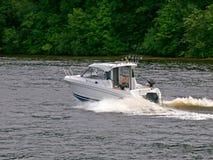Weinig boot bij Kaunas-overzees op 14 Juni, 2013 in Kaunas, Litouwen. Stock Foto's