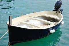 Weinig boot in de haven van Cetara, Amalfi kust Royalty-vrije Stock Foto's