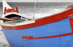 Weinig boot op het strand Royalty-vrije Stock Afbeelding