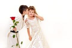 Weinig bruid en bruidegomkostuum royalty-vrije stock afbeeldingen