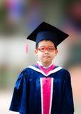 Weinig de kleuterschoolgraduatie van het jongenssucces Stock Foto's