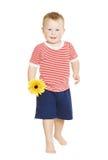 Weinig die jongenskind met bloem, jong geitje op whit wordt geïsoleerd Stock Foto's