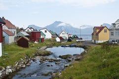 Weinig dorp in de Faeröer Stock Foto's
