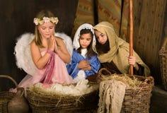 Weinig engel in geboorte van Christusscène Royalty-vrije Stock Fotografie