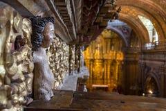 Weinig engelenstandbeeld in een hoek van een oude kerk Royalty-vrije Stock Afbeelding